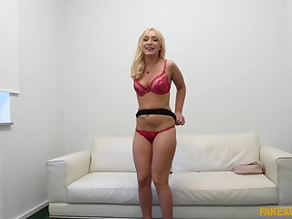 After she takes her clothes off Amber Deen gets her cunt pounded