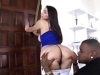 Valentina Nappi gets anal and leaves steal