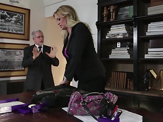 Plump blond milf Exuberant Daniels is sophistry on her husband with his own sprog