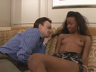 Chocolate beauty gets her shaved vagabond pounded nicely