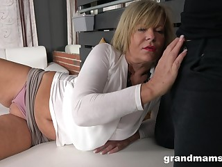 Fat pub hot AF mature cowgirl gets their way scruffy meaty pussy fucked really hard
