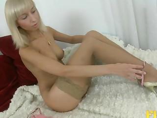 Cougar Ivy Stevens in nylon stockings having deel anal sex